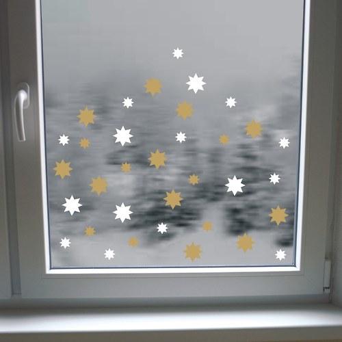 Zlaté a bílé hvězdičky na okno