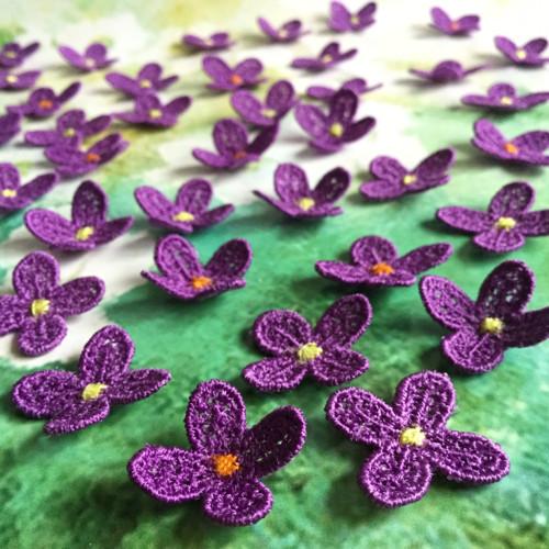 Ve fialových tónech - vyšívané květinky č.2
