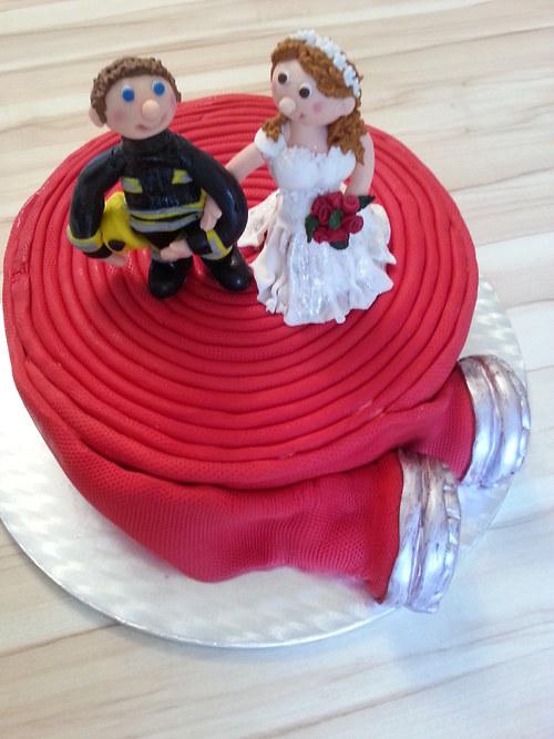 Svatební dort pro hasiče