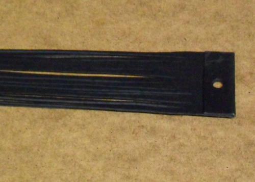 Balení černých kožených řemínků po 20ks