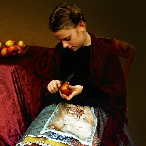 Dívka krájející jablka...vel. 8-12 let