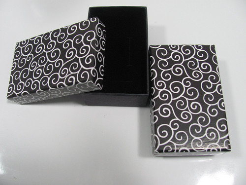 Krabička černobílá s ornamenty 5,5x8 cm