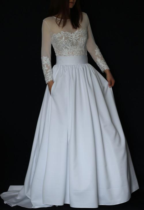 Svatební šaty s dlouhými rukávy a velkou sukní