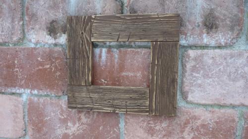 Masivní dřevěný rámeček 39x34 cm