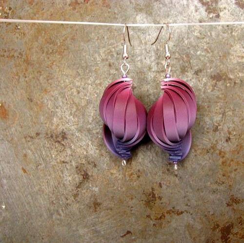 Barevné skládání - purpurové náušnice