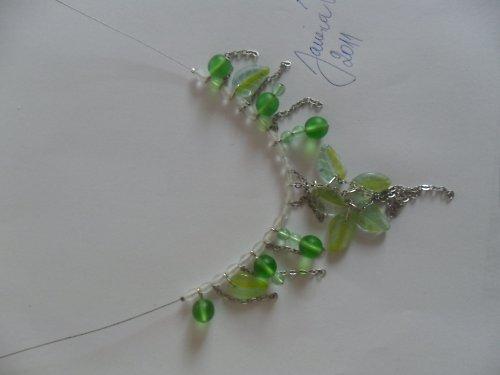 SLEVA Světlezelený náhrdelník s lístečky