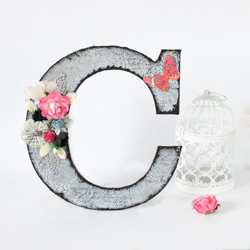 Ozdobné iniciály C - čierno-ružové s kvetinami