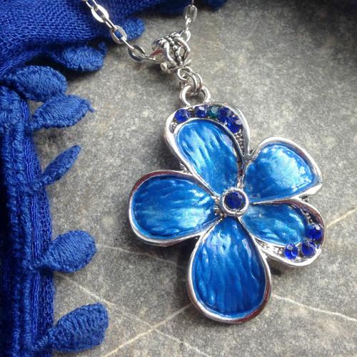 Modrá květina