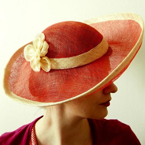 Sisalový letní klobouk s širokou krempou