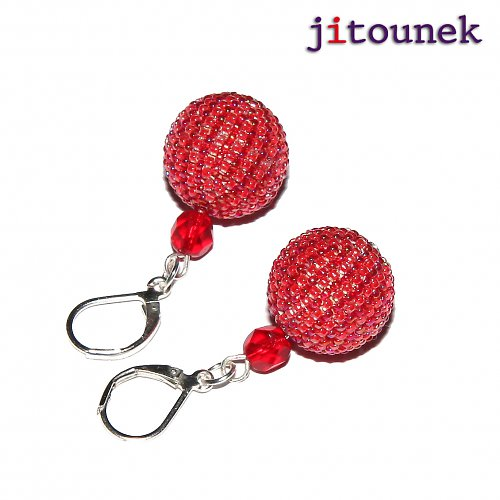Červené pruhované kuličky