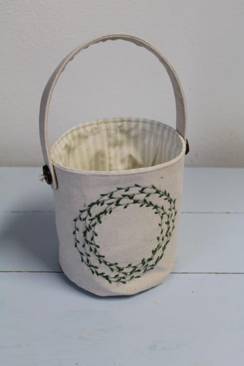 Textilní košíček s věnečkem SKLADEM