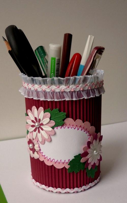 Stojan na perá a ceruzky s kvietkami