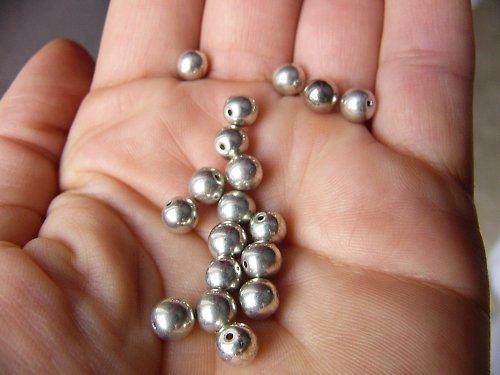 stříbrné kuličky