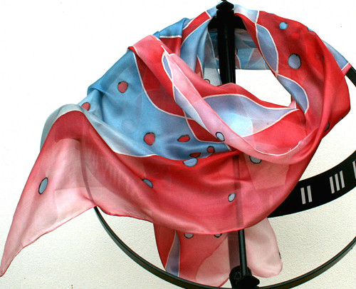 Hedvábná šála: Vlnění modro-červené