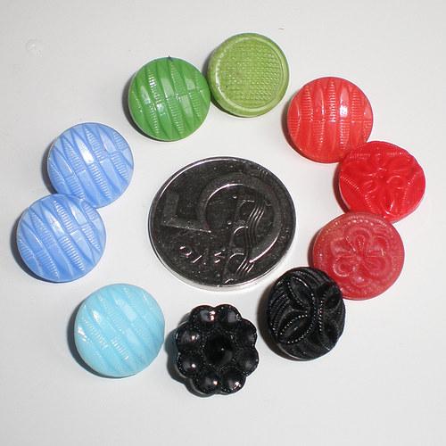 10 barevných knoflíčků