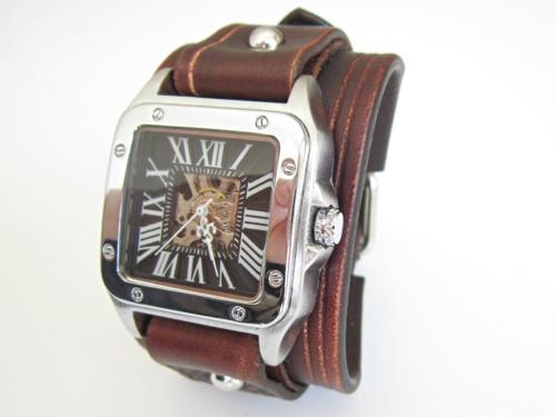 hnědý kožený pásek s hodinkami winner