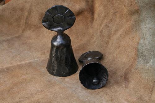 Kovaný zvonek - volný, slunečněměsíční, menší