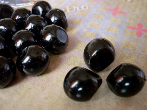 v26 / perly nugeta černé / 12x15mm / 3ks