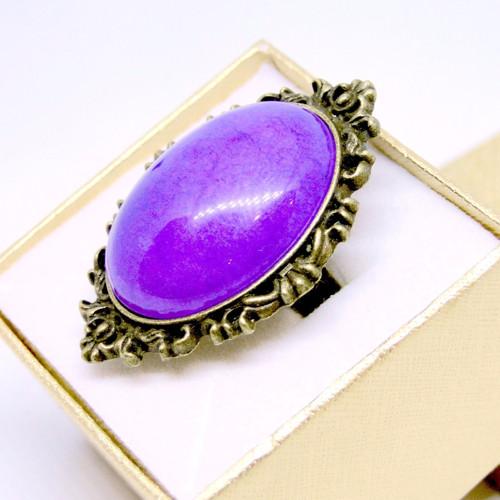 Výrazný prsteň s fialovým jadeitom - bronz