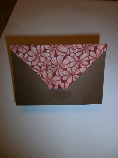 Menstruační kalendář- hnědý s růžovými kytičkami