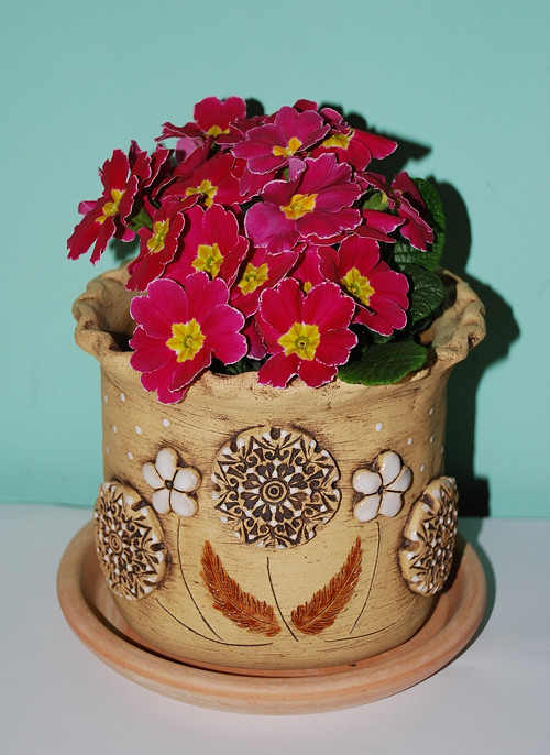 Květináč z keramiky - květy