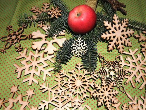Vánoční dřevěné ozdoby VLOČKY-17 druhů-velikost M