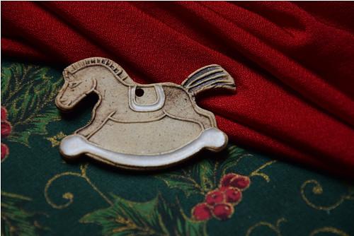 keramická ozdoba - houpací koník
