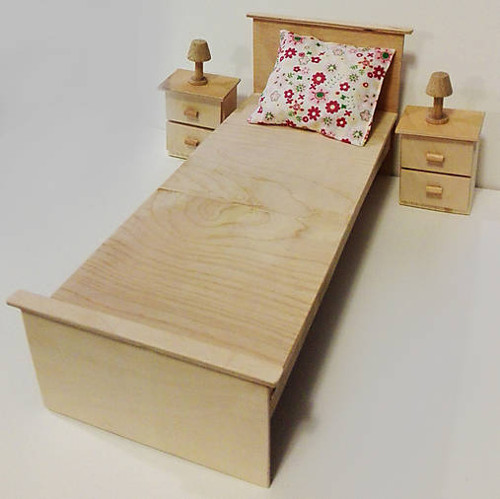 Drevená posteľ pre Barbie