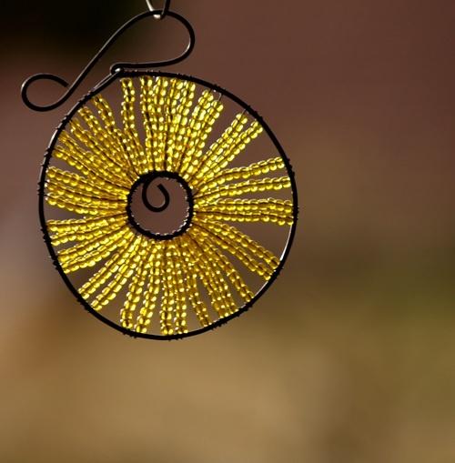 Kolečko k zavěšení žluté - 10 cm