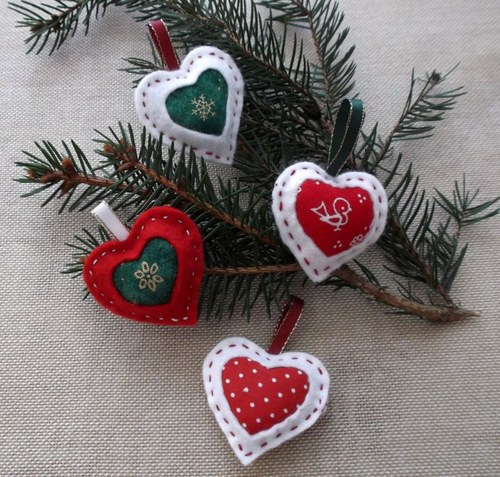Vánoční filcová srdíčka