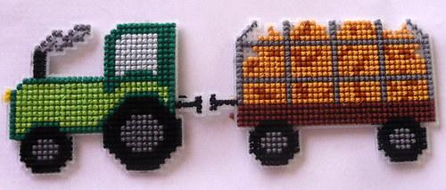Vyšívaná magnetka - traktor s valníkem