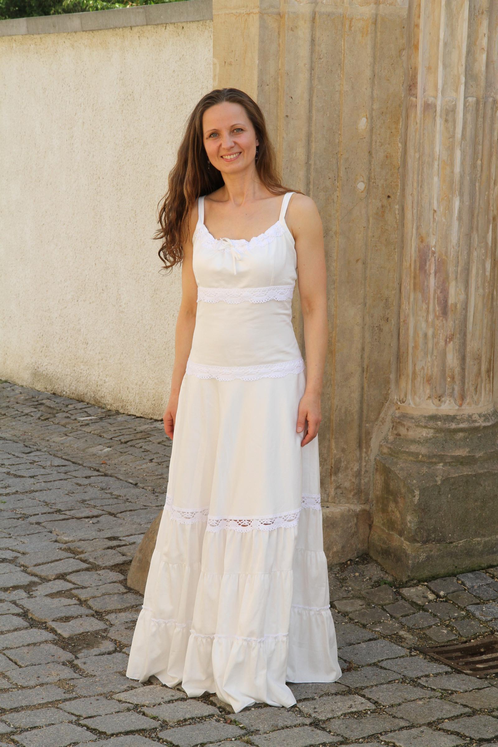 d0169ce668f2 Bílé kolové šaty s krajkou   Zboží prodejce Zrozena pro krásu