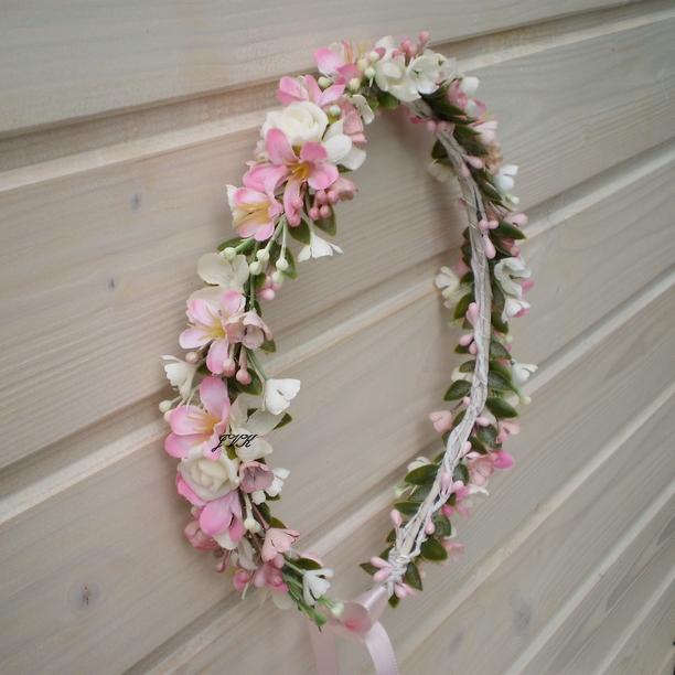 Věneček do vlasů Tiara   Zboží prodejce Bereniké Flowers  c86cfdde12