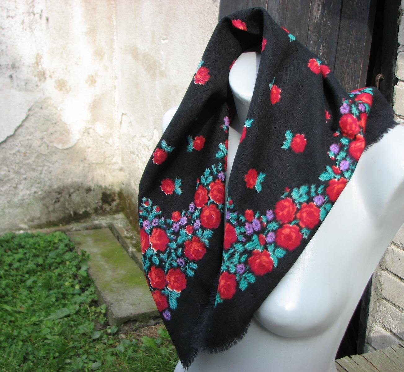 c159ca100e1 Černé růže... kašmírový šátek   Zboží prodejce letokruhy