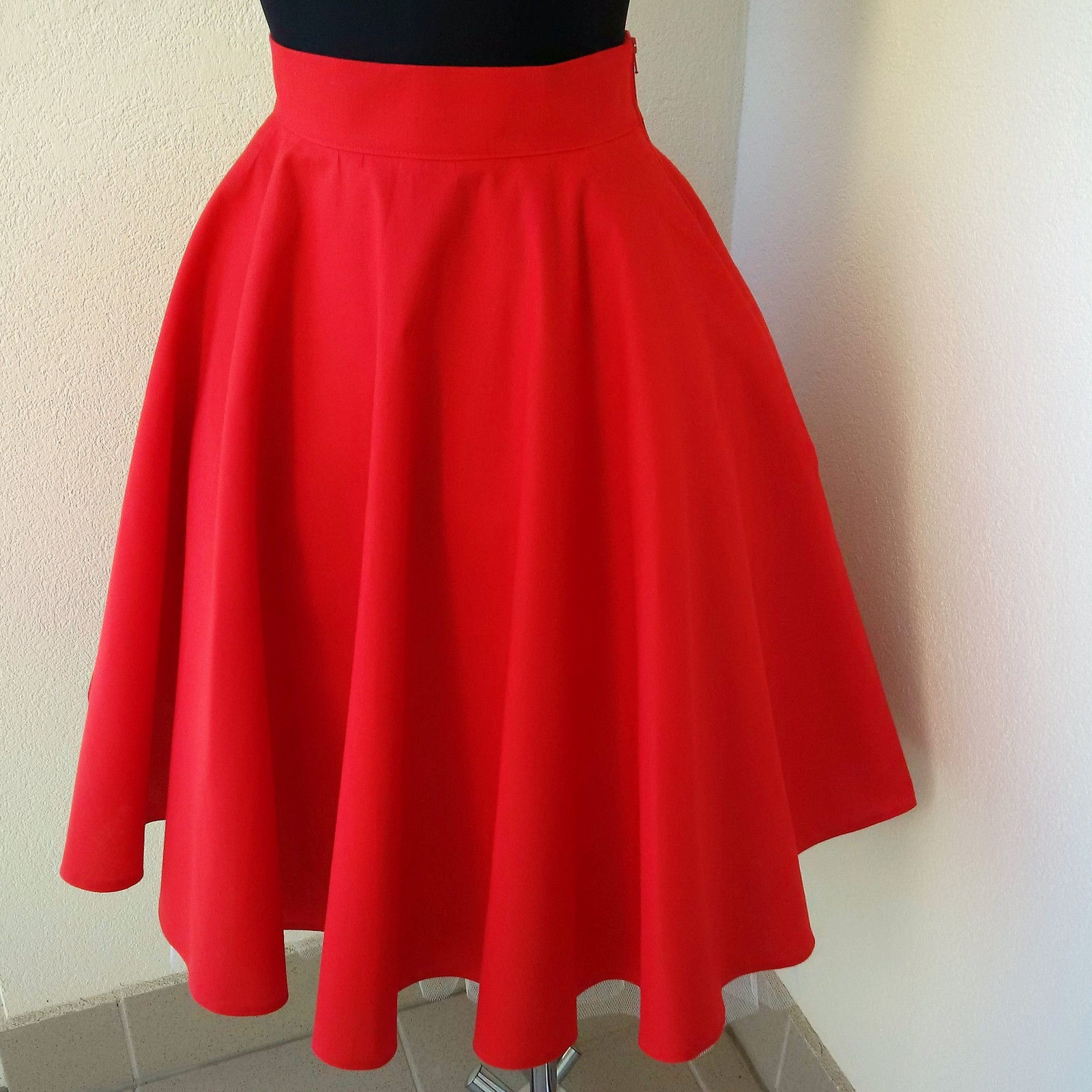 Červená kolová sukně   Zboží prodejce Krejčovství KK  706ca28e37