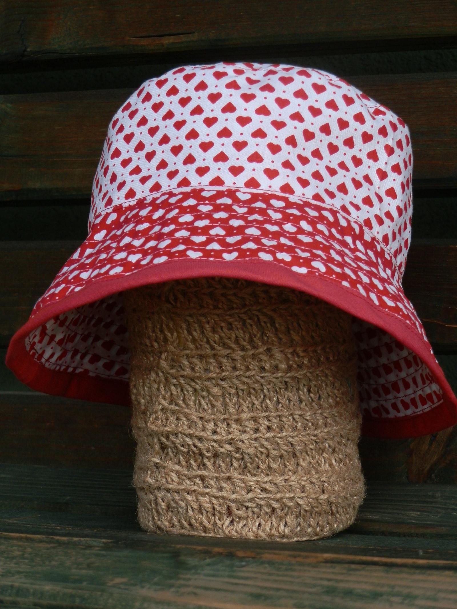 Dětský klobouček oboustranný