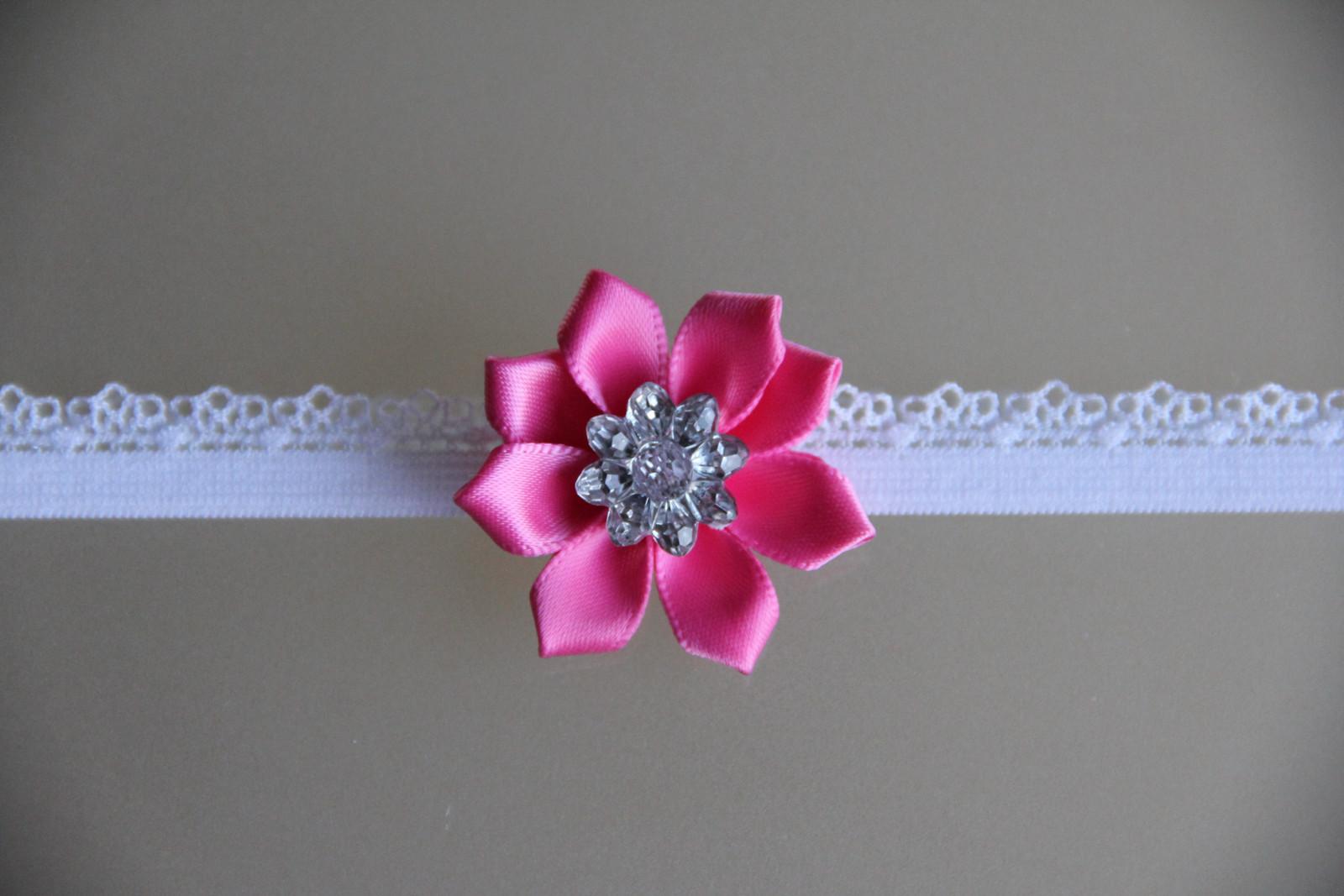 Bílá pružná čelenka s růžovým kvítkem   Zboží prodejce krásná ... 5bdb42542a