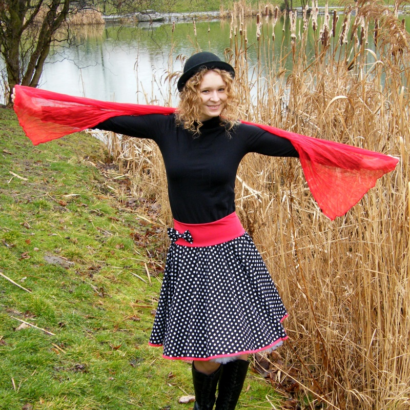 Černo-červená kolová puntíkovaná sukně - SKLADEM   Zboží prodejce ... acd37d0834