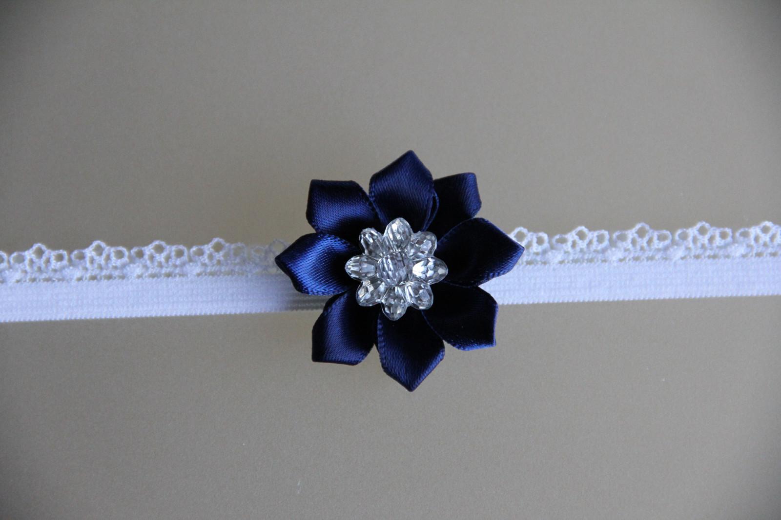 Bílá pružná čelenka s modrým kvítkem   Zboží prodejce krásná čelenka ... 9d4ea2ca58