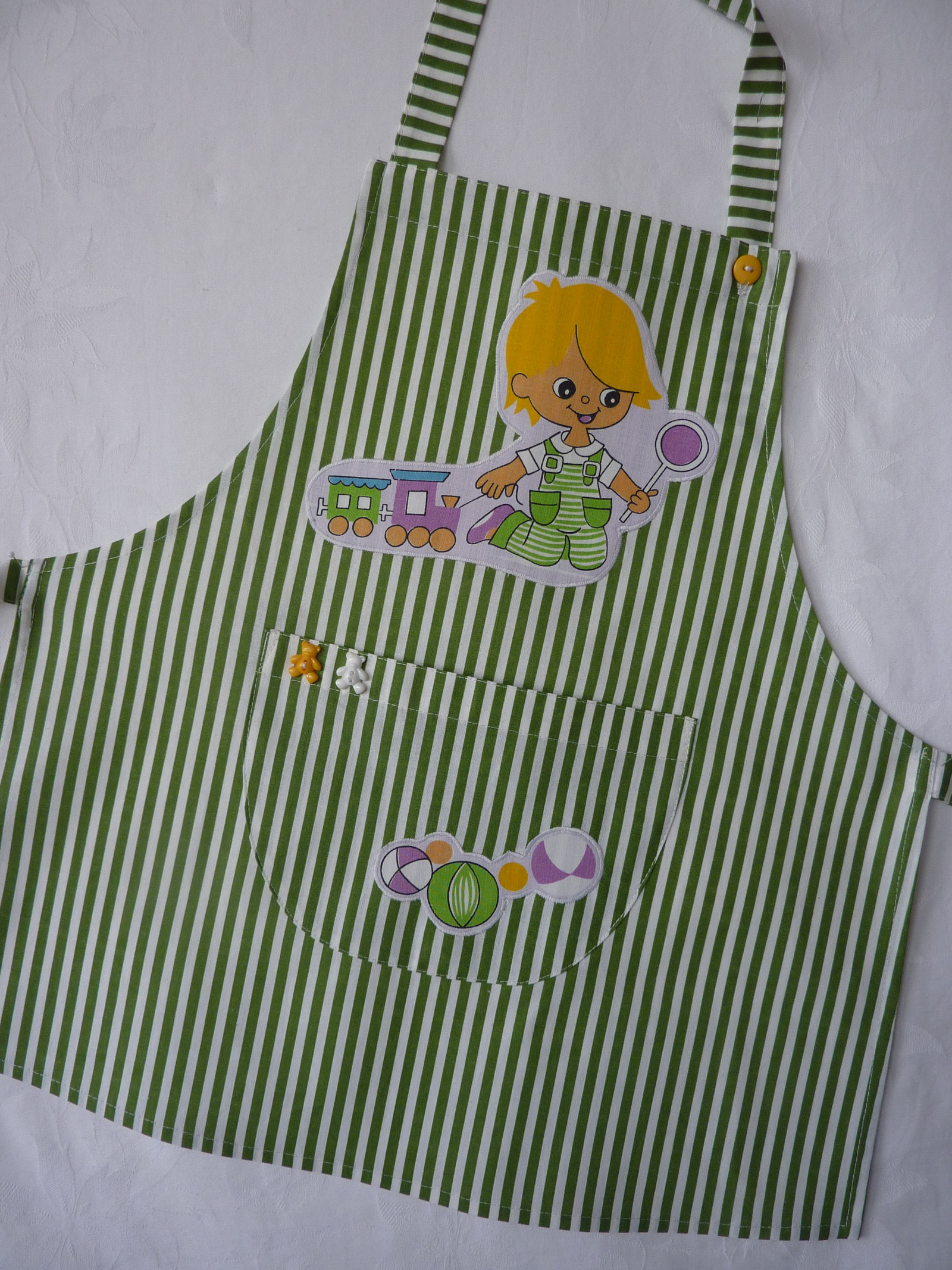 bb9626a9510 Dětská zástěrka z bavlněné látky - pro malé kuchaříky s aplikacemi