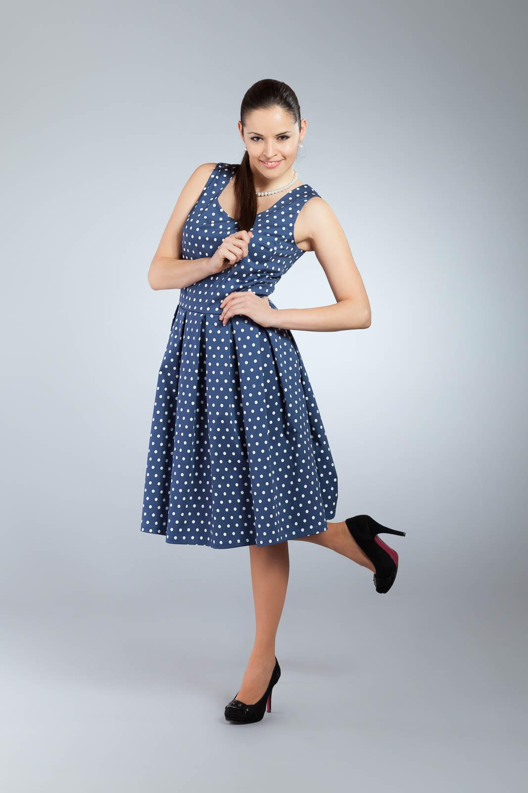 a3848ff9ca7 Tmavě modré retro šaty s bílými puntíky   Zboží prodejce evzenie ...