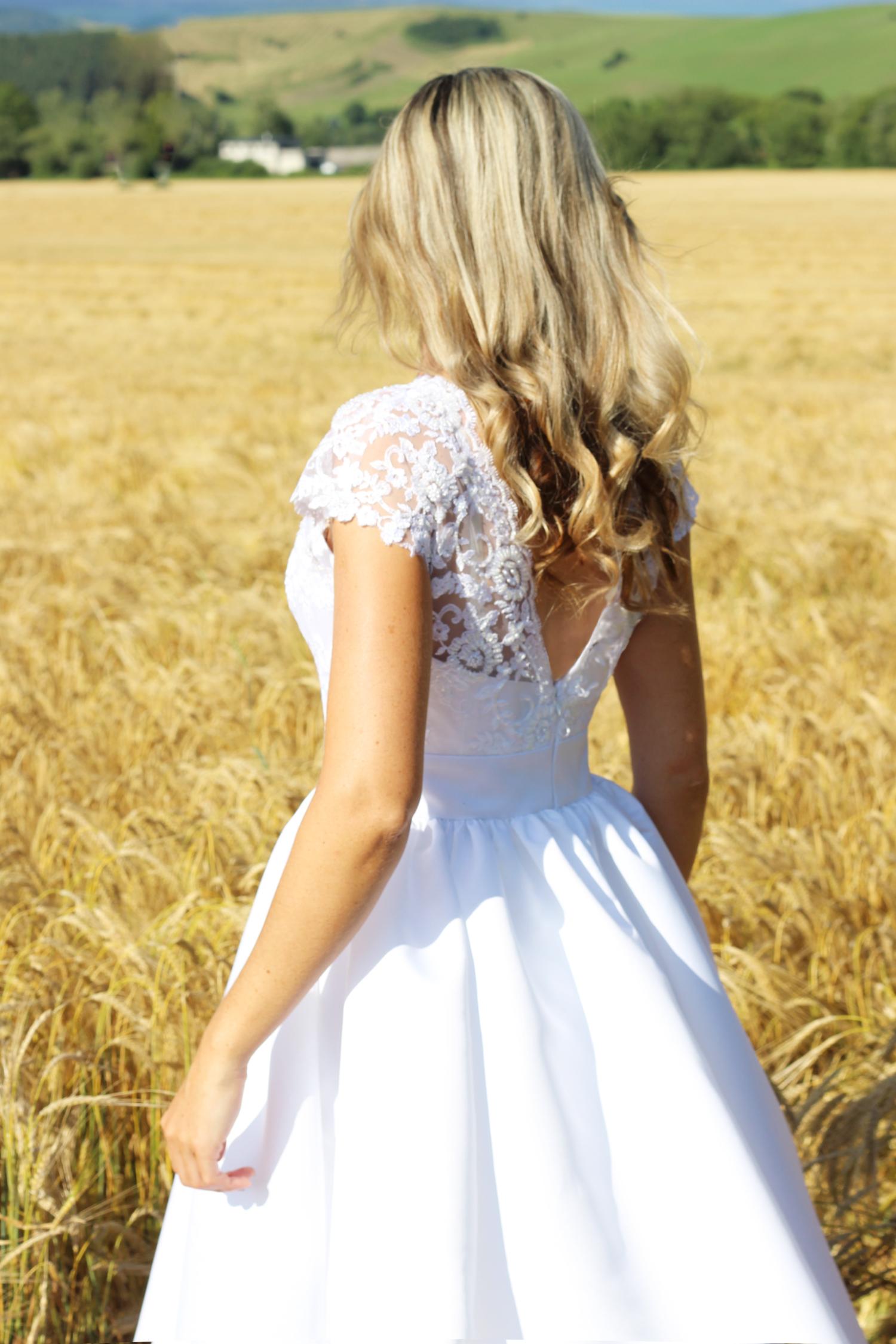 f474b218a3e4 Svatební šaty s korálkovou krajkou a velkou suknou   Zboží prodejce ...