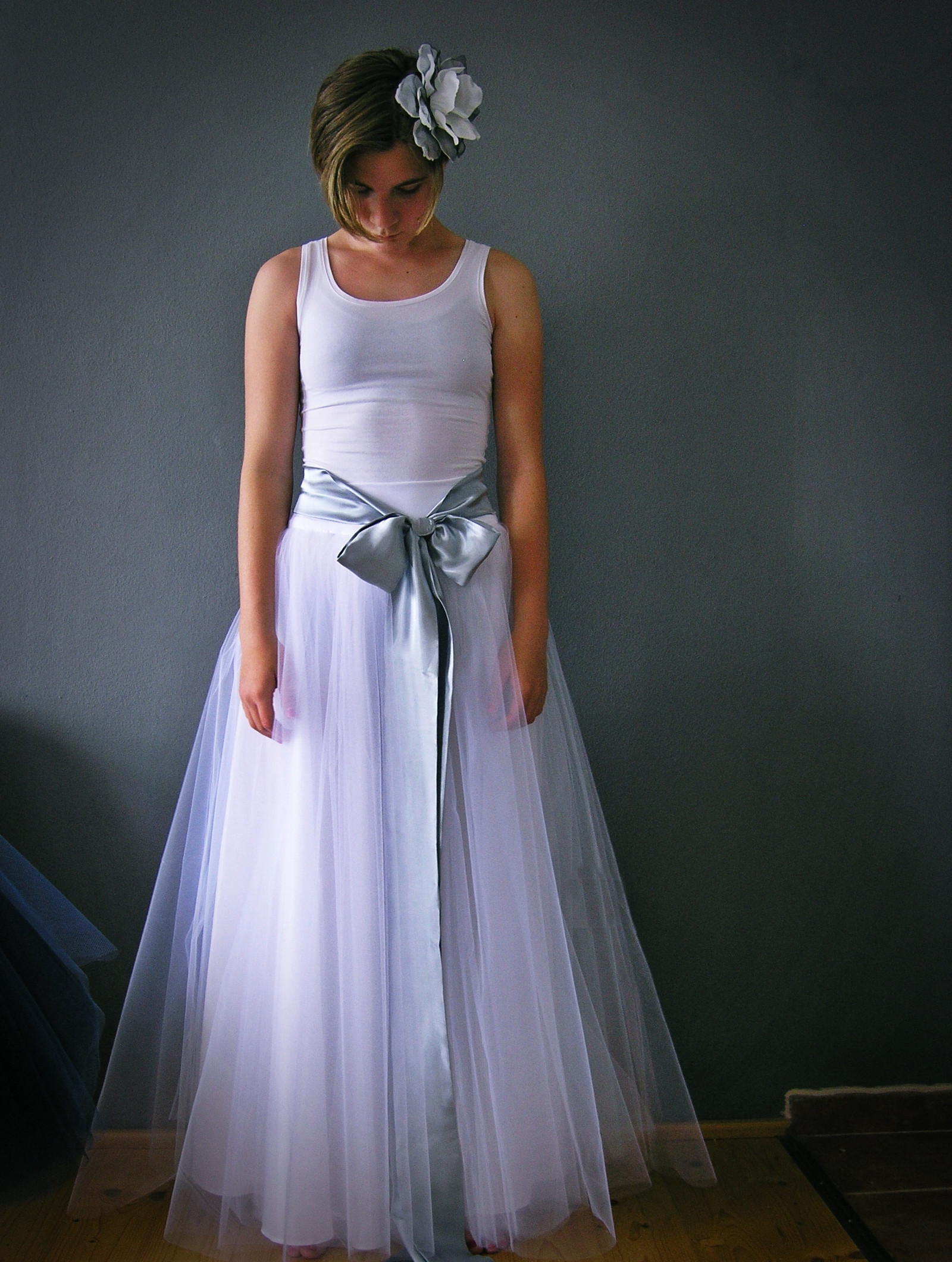 550c2bb7371 bílá svatební se stříbrnou stuhou   Zboží prodejce ceasara