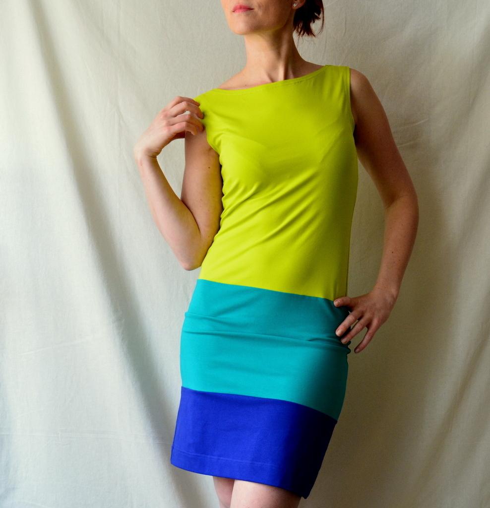 Tříbarevné úpletové šaty   Zboží prodejce Petrushe  8529190a07