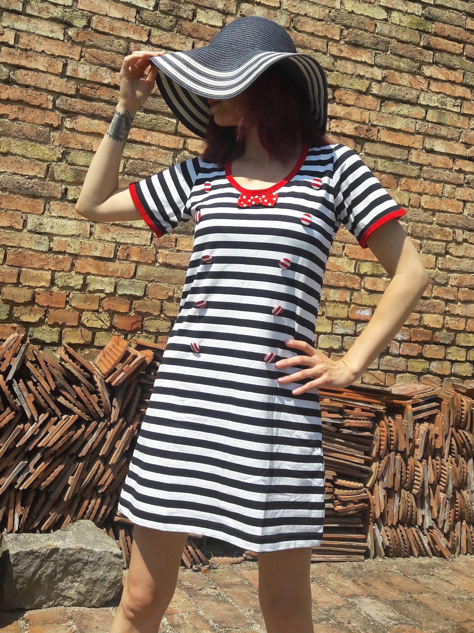 4d0a000995c1 Letní dámské pruhované šaty s motýlkem   Zboží prodejce La Romantica ...
