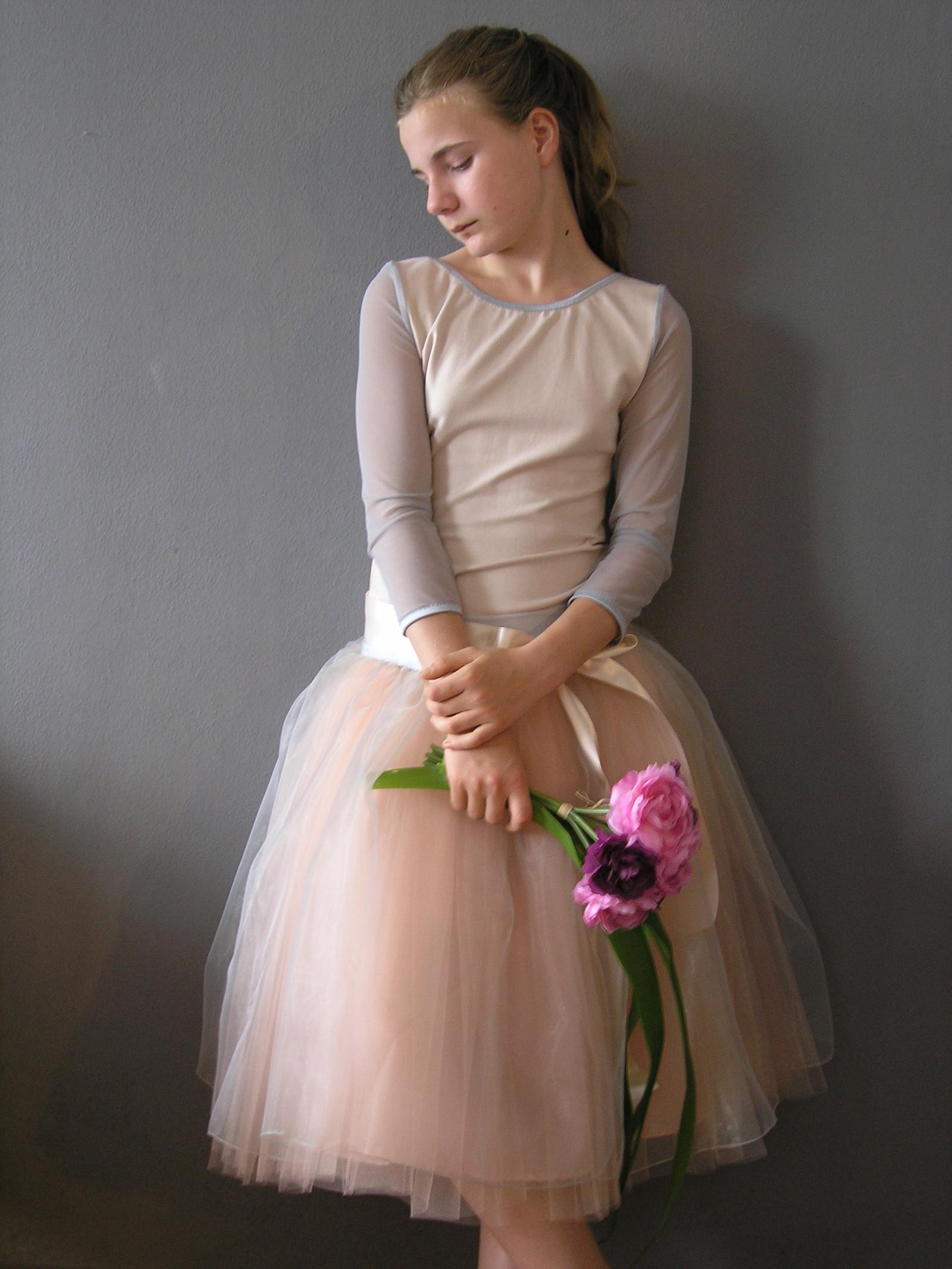 9bcb5d531da5 peach and silver grey .....sukně +body na přání   Zboží prodejce ...