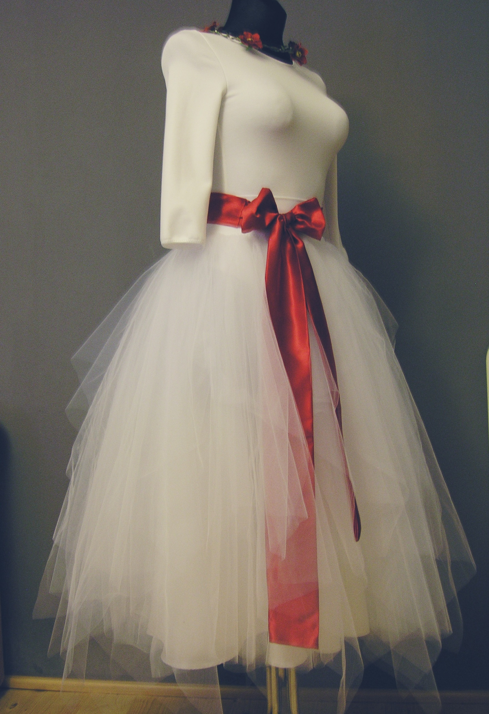 252c1389cab Bílá svatební cípatá sukně + body na přání   Zboží prodejce ceasara ...