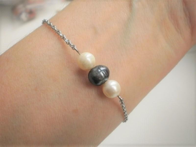 7f5105c01 Náramek černé a bílé perly ochránce chir. ocel / Zboží prodejce Tojo ...