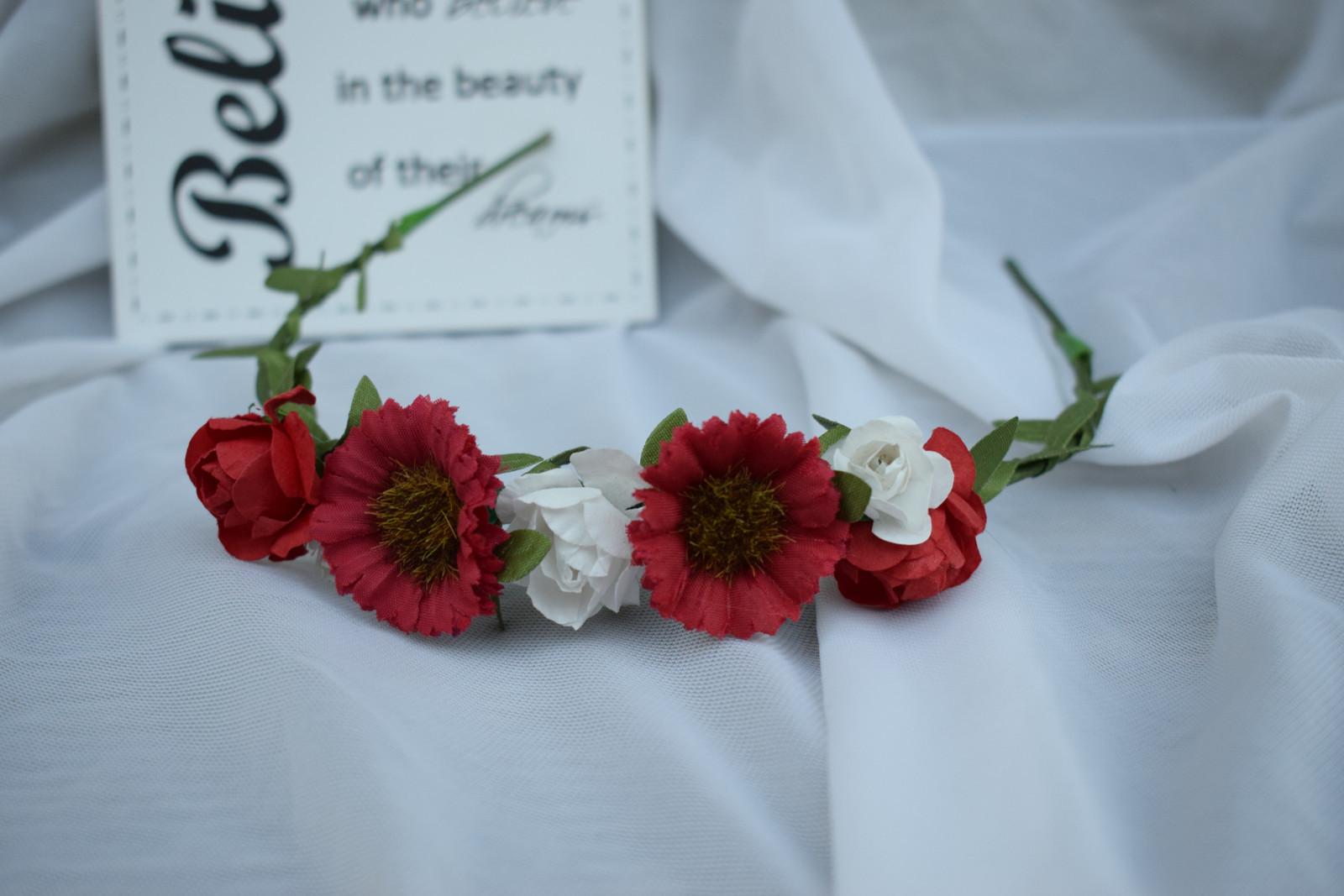 Květinová čelenka Red Daisy   Zboží prodejce CharlotteBow  eb648f8f7d