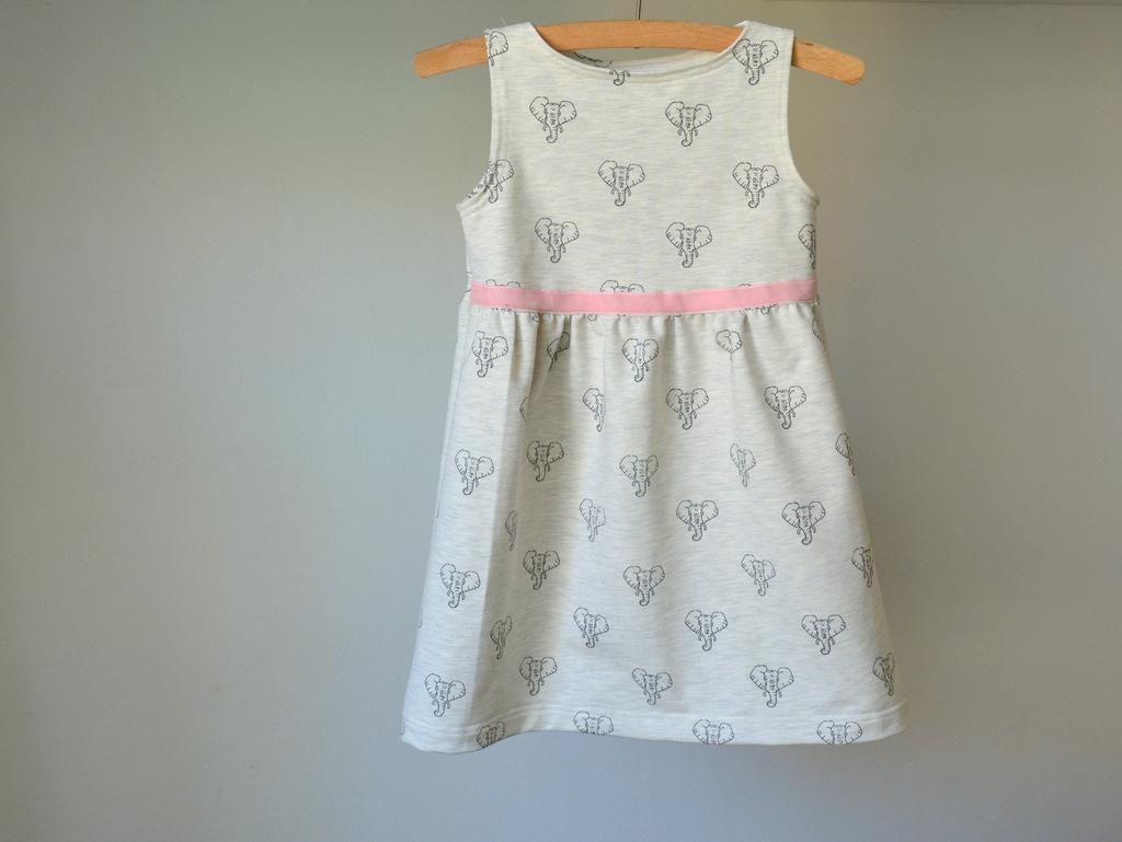 Béžové dívčí šaty se slony   Zboží prodejce Petrushe  0337b661e1
